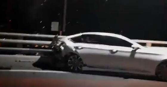 김모씨가 몰던 BMW 차량이 앞서 달리던 이모씨의 제네시스 차량을 추돌했다. 사진은 제네시스 차량. [사진 부산경찰청]