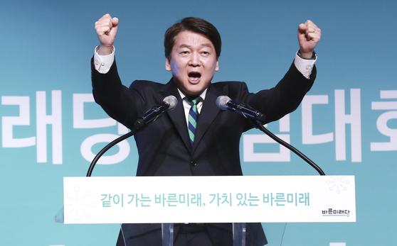 바른미래당 출범대회가 2월 13일 오후 경기도 고양시 킨텍스 제2전시장에서 열렸다. 안철수 통합추진위원장이 축사를 하고 있다. 임현동 기자