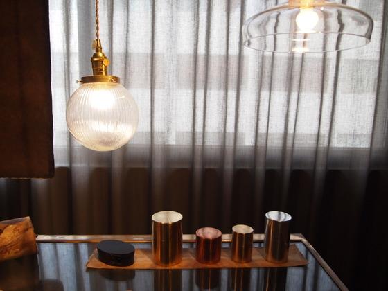 100단계 이상의 수작업을 거쳐 만들어지는 일본 금속 차통. 커피 원두나 찻잎 등을 담을 수 있다.