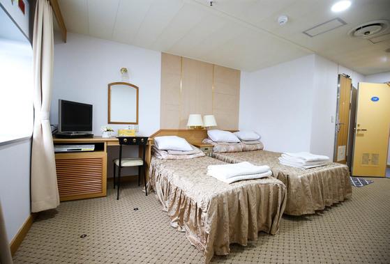전남 목포와 제주를 오가는 국내 최대 규모의 크루즈 카페리 퀸메리 호. 사진은 고급 호텔 수준의 VIP 객실. 프리랜서 장정필