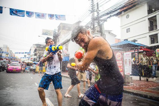 태국 송크란 축제는 태국인 뿐 아니라 외국인도 함께 즐기는 세계적인 축제로 자리잡았다. [사진 하나투어]