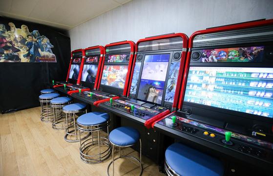 전남 목포와 제주를 오가는 국내 최대 규모의 크루즈 카페리 퀸메리 호. 여러 종류의 게임기를 갖춘 게임룸. 프리랜서 장정필