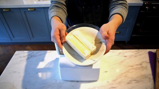실온에 두어 말랑말랑해진 버터를 사용한다.