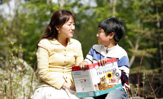 아이들 뿐만 아니라 엄마들도 한국에서 상상할 수 없는 자유로운 환경에 익숙해지며 캐나다에서의 생활에 만족하게 된다. [중앙포토]