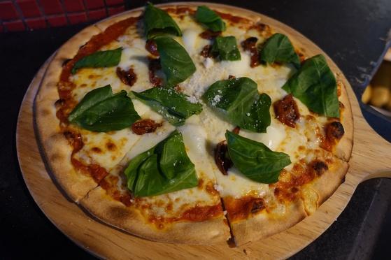 마르게리타 피자(1만6000원)