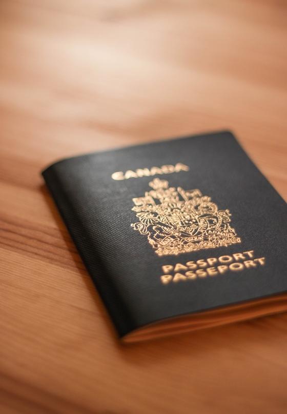 영주권을 반납하지 않은 상태에서 영주권자의 의무를 다하지 못하면 캐나다 입국 시 영주권을 박탈하겠다는 경고를 받게 된다. [사진 pixabay]