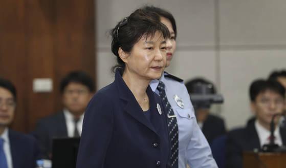 자신의 첫 정식재판에 출석하고 있는 박근혜 전 대통령. 임현동 기자