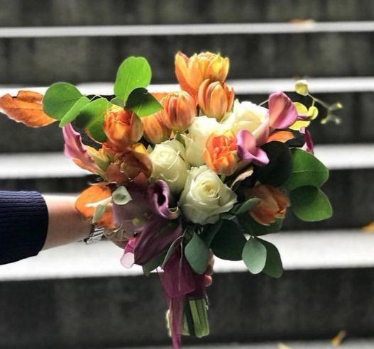 대담한 컬러의 꽃을 사용해 풍성한 느낌을 주기도 한다. [사진 플레르오꾸앵]