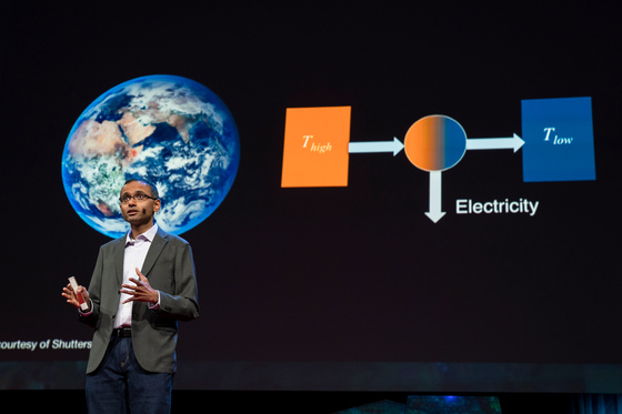 아스왓 라만 박사의 냉방 원리는 지구와 우주의 온도차와 적외선 파장을 이용한 것이다. [사진 TED]