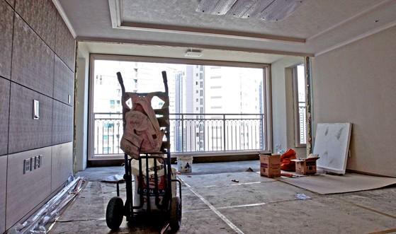 발코니 확장 합법화는 건축업자들이 아파트나 도시형 생활주택 등의 신축허가를 받는 단계에서 편법으로 이용되고 있다. [중앙포토]
