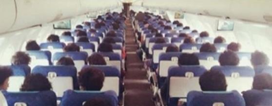 에어부산의 한 승무원이 SNS에 올린 사진. 사진에는 'All same 빠마 fit (feat. Omegi떡 400 boxes)' 글이 적혀있었다. [연합뉴스]