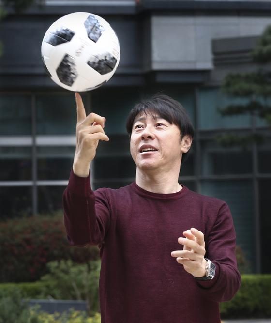 신태용 축구대표팀 감독. 그는 2016년 리우 올림픽 때 독일, 멕시코와 한조였는데 조1위로 통과했다. 2017년 20세 이하 월드컵에서도 아르헨티나, 잉글랜드와 같은조였는데 16강에 올랐다. 성남=임현동 기자