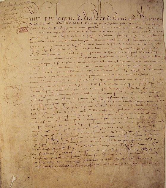 앙리 4세가 선포한 '낭트 칙령'의 원본 서류. 관용과 공존을 위한 노력의 흔적으로 평가된다.