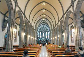 가톨릭타운에 있는 계산성당 내부 모습.