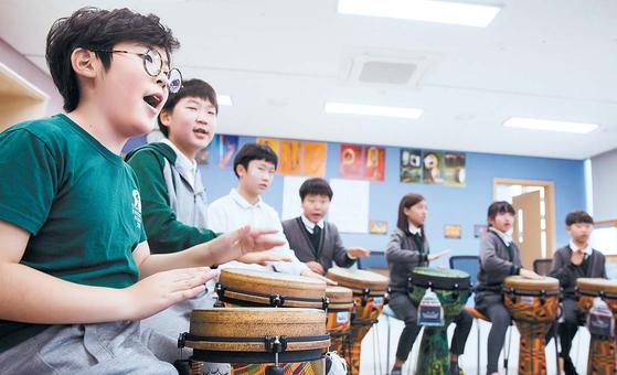 SJA Jeju는 음악 수업 같은 교과 외 활동을 통해 학생이 관심사를 발전시킬 수 있도록 돕는다. [사진 SJA Jeju]