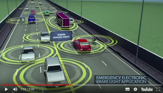 미국 도로교통안전국의 차량 대 차량 커뮤니케이션 기술 소개 영상 캡처. [자료: 미국 도로교통안전국]