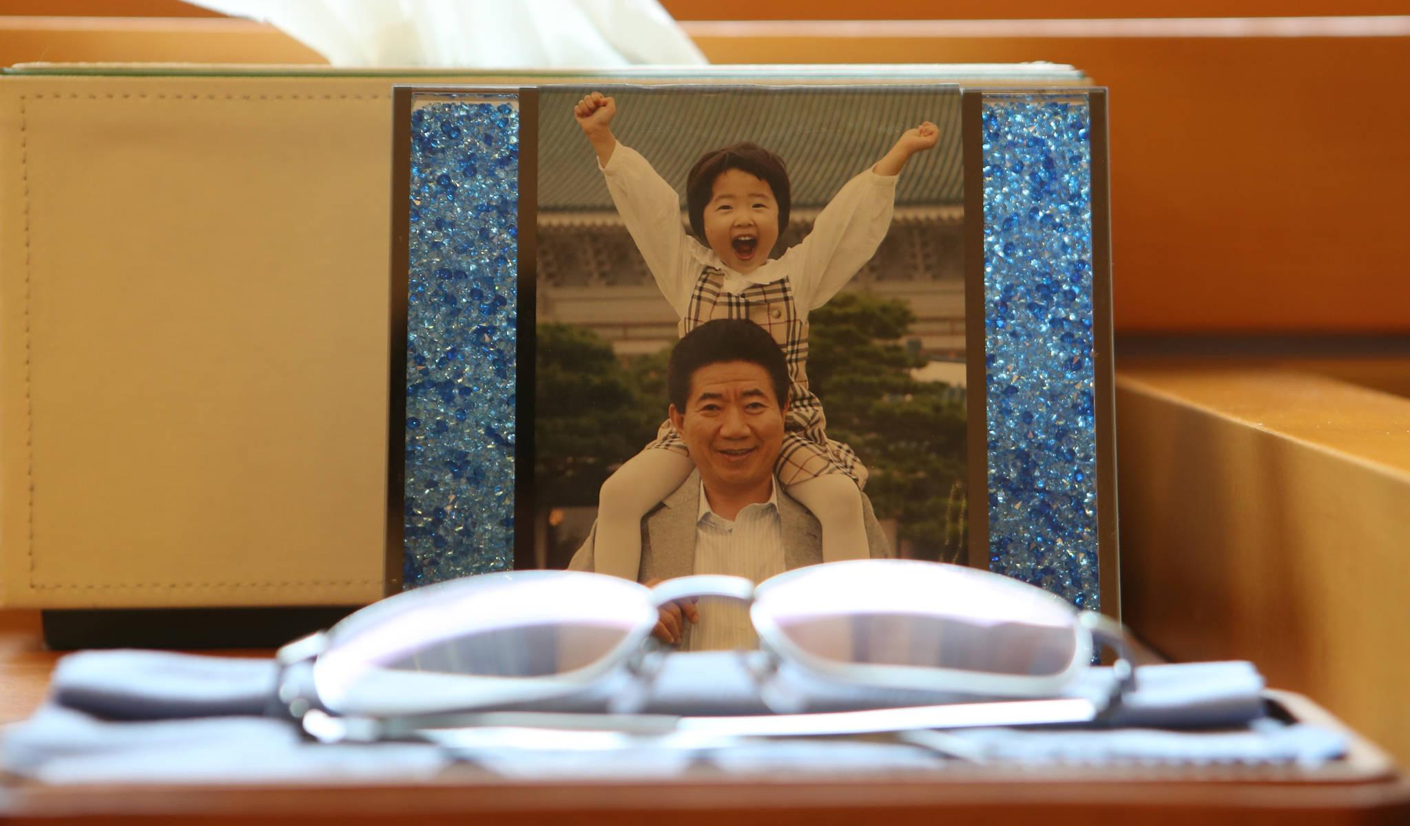 고 노무현 전 대통령이 소녀를 목마 태우고 촬영한 사진. 송봉근 기자
