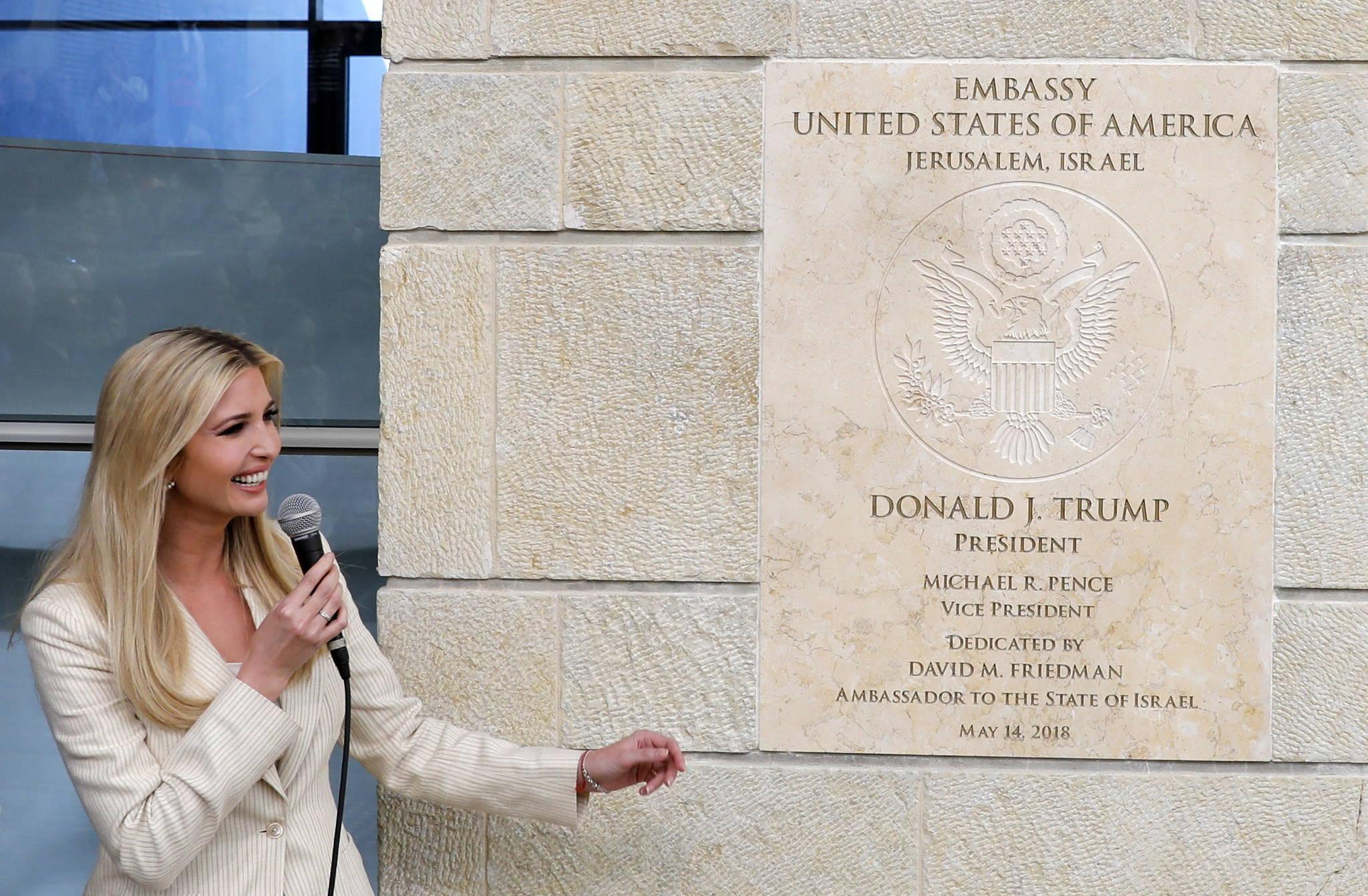 이방카 트럼프가 14일 예루살렘에서 열린 미국대사관 개관식에서 인사말을 하고 있다. 미국은 예루살렘 아르노나 지역에 있는 영사관을 대사관으로 승격시키고 텔아비브에 있는 대사관을 이곳으로 이전했다. [EPA=연합뉴스]