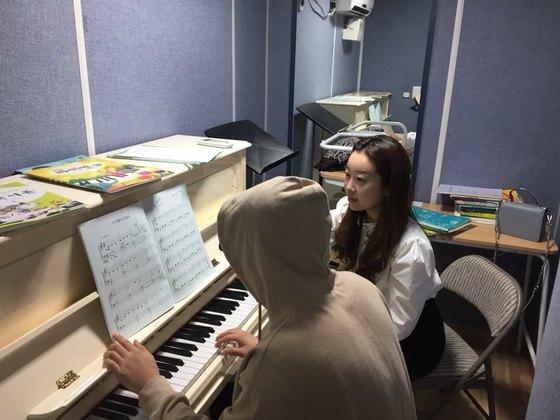 피아니스트 백나예씨 소아당뇨아이들을 가르치고있다.