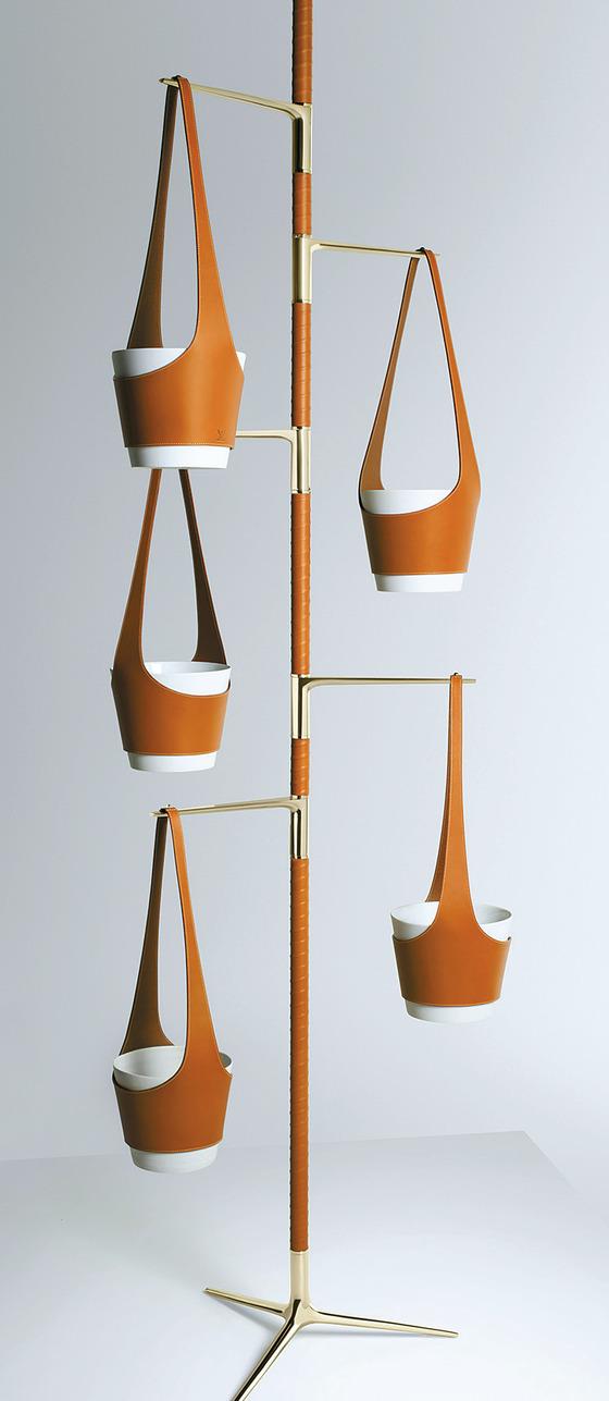 산업 디자이너들과 함께 작업한 루이비통의 홈 데코 소품 레 쁘띠 노마드 컬렉션.