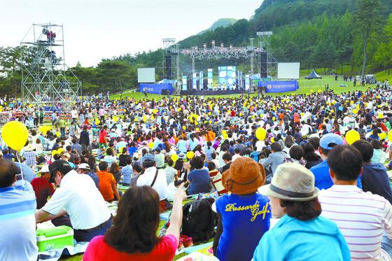 관객들이 서원밸리 그린콘서트에서 공연을 즐기는 모습. 콘서트에는 중국과 동남아의 한류 팬도 많이 찾아온다. [사진 서원밸리]