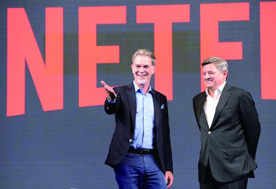 넷플릭스 리드 헤이스팅스 CEO와 테드 사란도스 최고콘텐츠책임자. [서잔=넷플릭스]