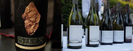 소비뇽 블랑으로 만드는 대표적인 고급 와인이 프랑스 루아르산 뿌이 퓌메 와인이다. 보다 대중적으로 알려진 소비뇽 블랑 와인은 뉴질랜드에서 많이 생산된다. 뉴질랜드의 것은 강한 햇볕의 영향으로 상대적으로 풍미가 진하고 피망과 구스베리 향이 특징이다. 왼쪽 사진은 뿌이 퓌메인 디디에 다그노의 실렉스(Silex), 오른쪽은 뉴질랜드의 클라우디 베이. 모두 각지역을 상징하는 와인이다. [사진 조인호]
