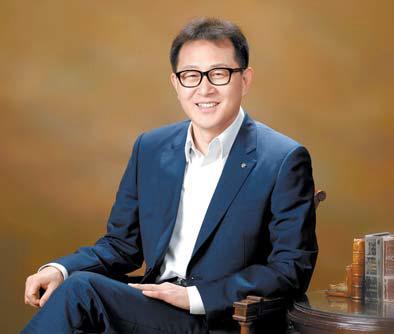 전국에 걸쳐 245개 매장 을 만날 수 있는 다비치 안경체인의 김인규 대표. [사진 다비치안경체인]