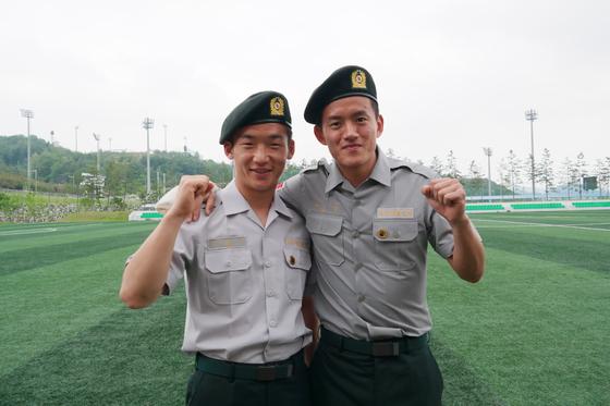 상주 상무 왼쪽 수비수 김민우(왼쪽)와 홍철. [사진 상주 상무]