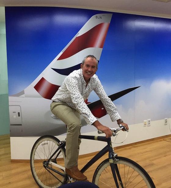 마누엘 알바레즈 영국항공 한국지사장은 자전거를 타고 출퇴근할 때가 많다. 주말에는 기차에 자전거를 싣고 전국을 누빈다. [사진 마누엘 알바레즈]
