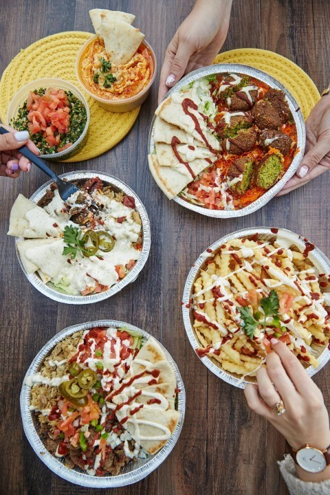 할랄가이즈의 플래터 메뉴들. 밥·토핑·소스를 한 그릇에 담아 먹는 형태라 한국인들에게도 익숙하다. [사진 할랄가이즈]
