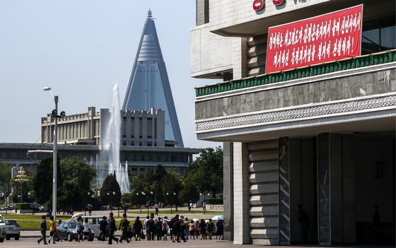 지난달 31일 평양 시내에 북한 선전문구와 유경호텔이 보인다. [타스=연합뉴스]