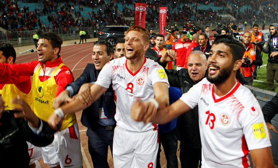 지난해 11월 12일 러시아월드컵 아프리카 3차 예선 최종전을 통해 본선 진출을 확정한 뒤 기뻐하는 튀니지대표팀 선수들. [로이터=연합뉴스]