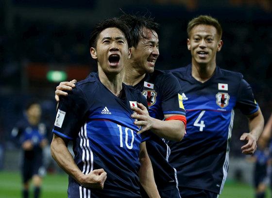 6회 연속 월드컵 본선에 진출한 일본 축구대표팀. 환호하는 가가와 신지. [로이터=연합뉴스]
