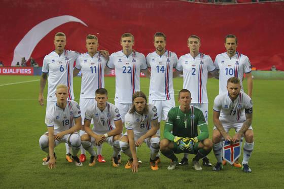 러시아 월드컵에서 사상 최초로 본선 무대를 밟는 아이슬란드 축구대표팀. [AP=연합뉴스]