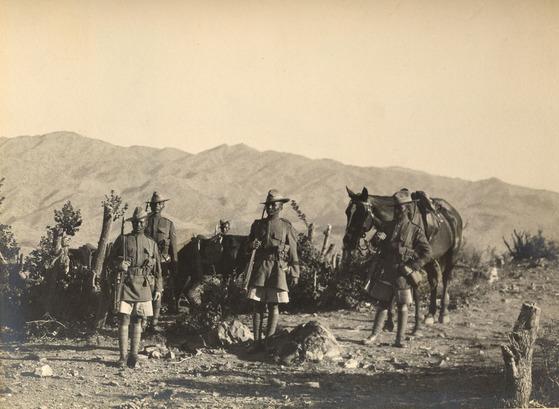 1930년대 아프가니스탄에서 작전을 펼치는 식민지 영국인도군 소속 구르카족 부대원들. [위키피디아]