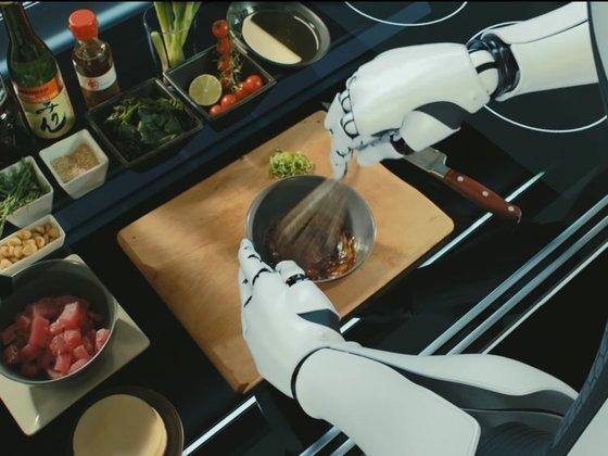 영국의 AI로봇 '몰리'는 팔 두 개가 사람이 요리하는 것처럼 움직인다. [사진 각 사]
