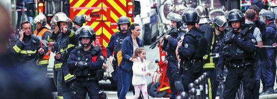 프랑스 파리서 무장괴한 인질극