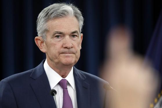제롬 파월 미 연방준비제도(Fed) 의장이 13일(현지시간) 기자회견에서 질문을 받고있다. [AP=연합뉴스]