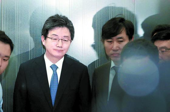 제7회 전국동시지방선거 참패에 대한 책임을 지겠다며 14일 유승민 바른미래당 대표가 대표직에서 물러날 뜻을 밝혔다. [오종택 기자]