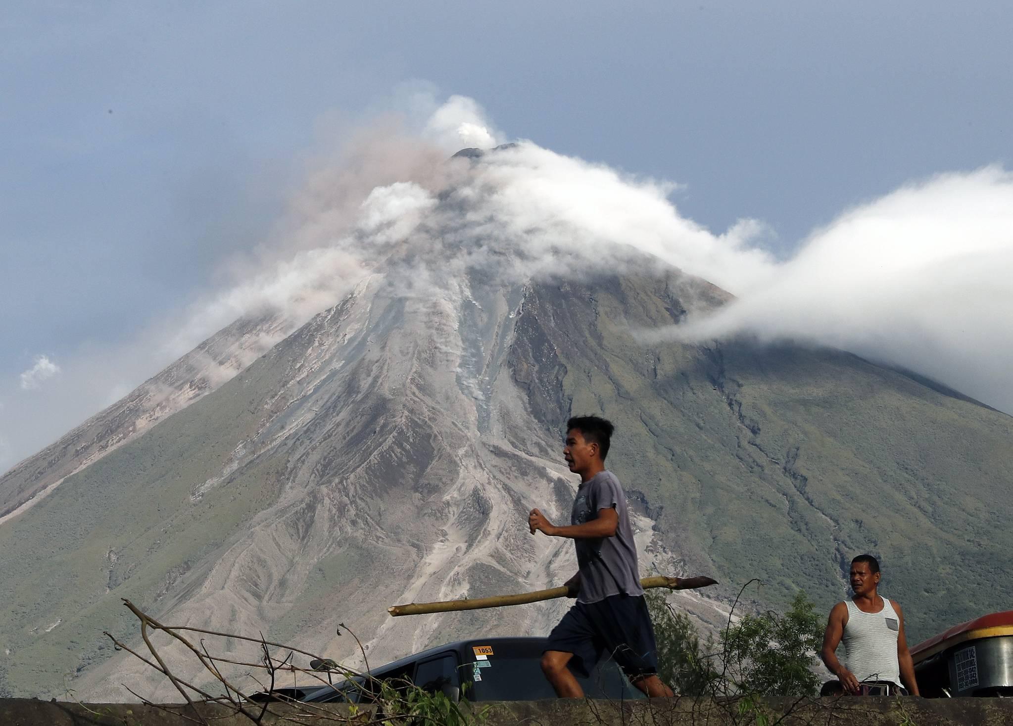 지난 1월 필리핀 마욘 화산이 화산재를 내뿜는 모습. [EPA=연합뉴스]
