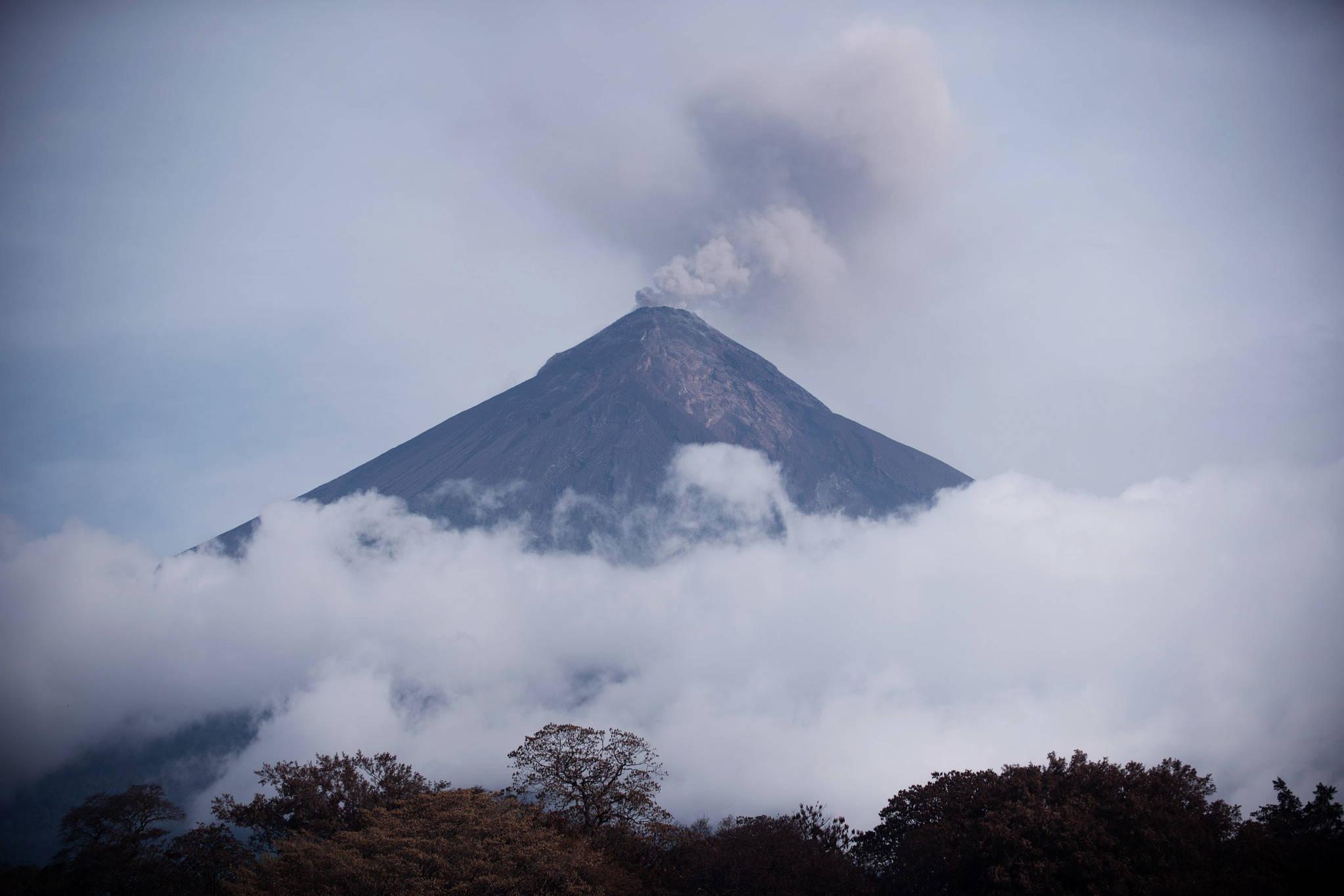 과테말라 푸에고 화산의 분출 모습 [EPA=연합뉴스]