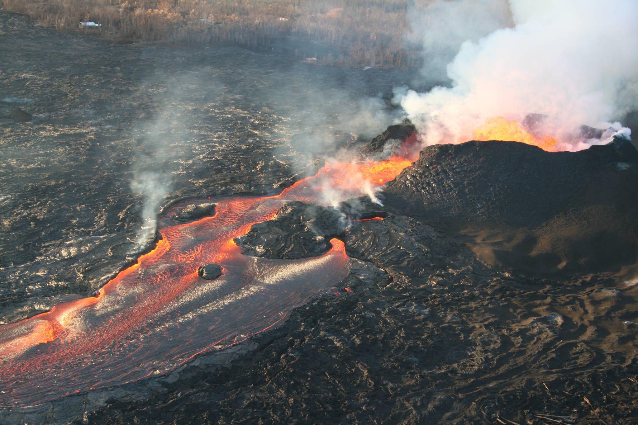 미국 하와이 킬라우에아 화산에서 흘나온 용암이 흘러내리고 있다. [EPA=연합뉴스]