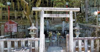 적막한 료마의 묘지.