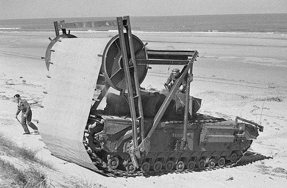 모래를 단단히 다지는 보빈을 단 탱크. [사진 Tanks Encyclopedia]