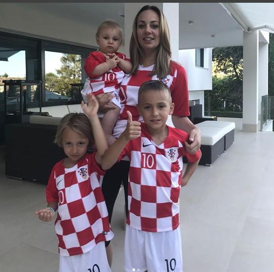 모드리치 아내와 아들, 두명의 딸. 모드리치는 축구장 밖에서는 가족만 생각한다. [모드리치 인스타그램]