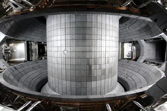 대전에 있는 한국형 핵융합장치(KSTAR) 토카막 내부. [연합뉴스]