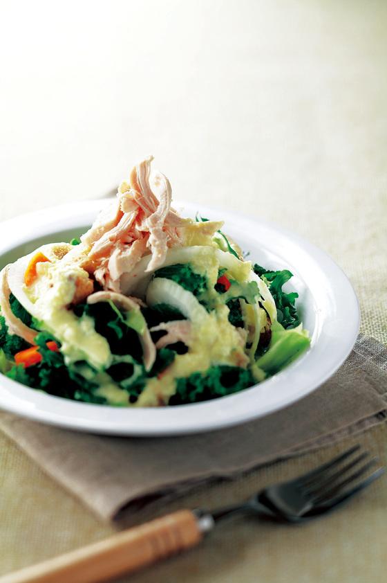닭가슴살 샐러드. 닭가슴살은 양질의 단백질을 함유하고 있으며 조금만 먹어도 포만감을 느낄 수 있기 때문에 다이어트 식품으로 적합하다. [중앙포토]