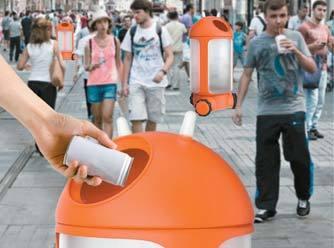 사람이 많은 곳을 찾아가는 쓰레기통 로봇 '트레이서'