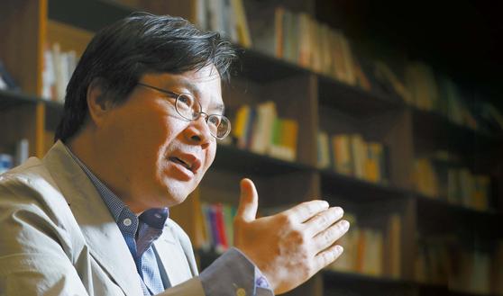 S&P 글로벌 플래츠의 이종헌 서울특파원은 에너지가 한반도 문제를 풀 수 있다는 판단으로 에너지 문제를 집중적으로 파고들고 있다. 신인섭 기자